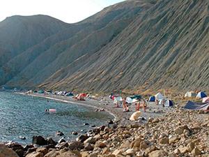 Пляж за одним из мысов в Орджоникидзе - Крым.