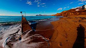Пляж за старой лодочной в Орджоникидзе - Крым.