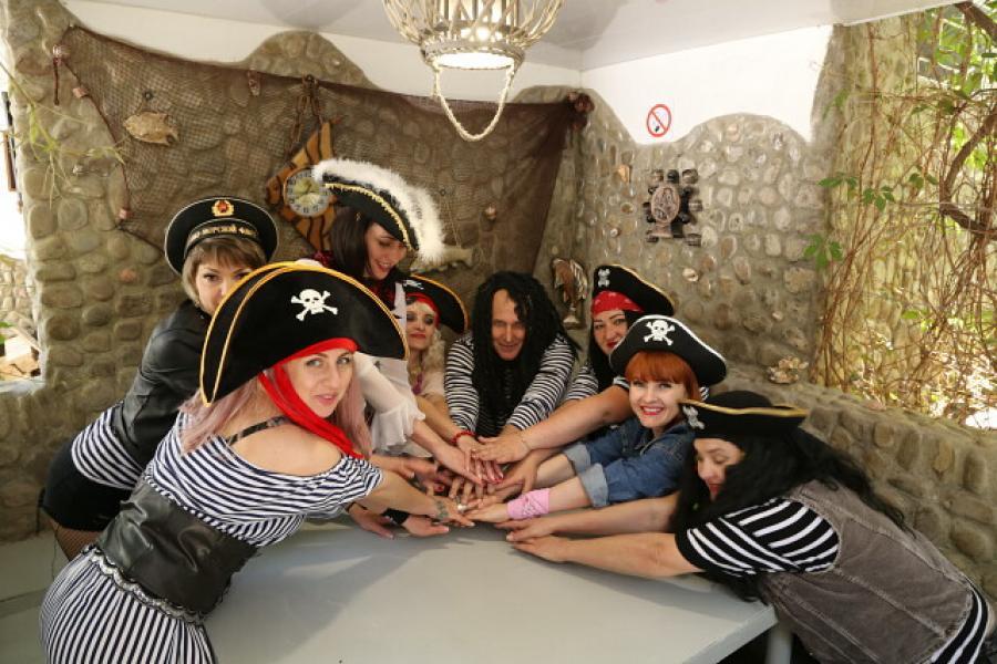 Пираты в Крымском кораблике в Орджоникидзе - Крым.