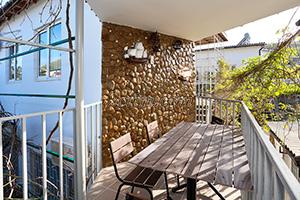 Балкон 4-х местного номера на 2-м этаже в гостевом доме Крымский кораблик.