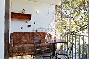 Балкон 3-х местного номера на 2-м этаже в гостевом доме Крымский кораблик.