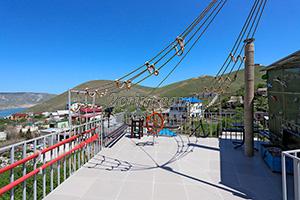 Панорамная площадка с видом на море гостевого дома Крымский кораблик на Садовой в Орджоникидзе - Крым.