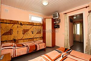 Номер с балконом на 3х человек (комната) в Гостевом доме Крымский кораблик.