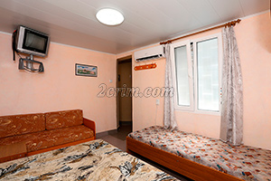 Угловой номер до 4х человек (комната) в Гостевом доме Крымский кораблик.