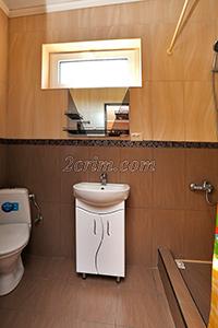 Санузел в Четырехместном номере с санузлом и кухней в Гостевом доме Крымский кораблик.
